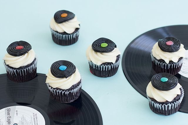 These record-inspired cupcakes suit the music lover that also enjoys sweets.