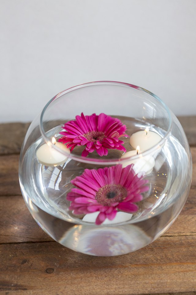 Using a fishbowl vase and a few flowers, you can create this centerpiece.