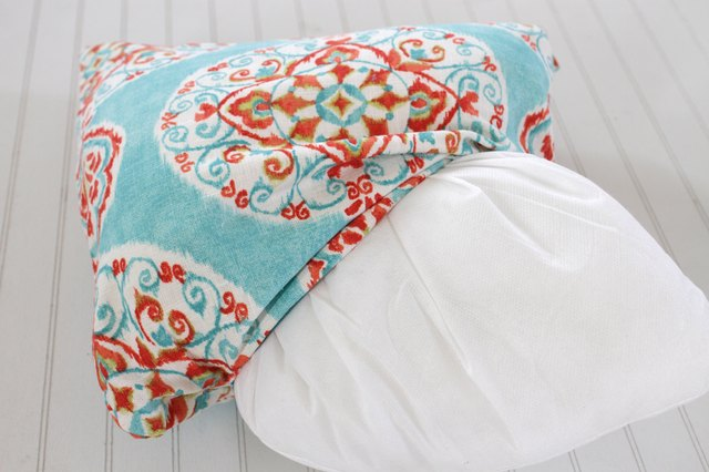 How To Make A Decorative Pillow With A Zipper : How to Make a Decorative Zippered Throw Pillow Cover eHow