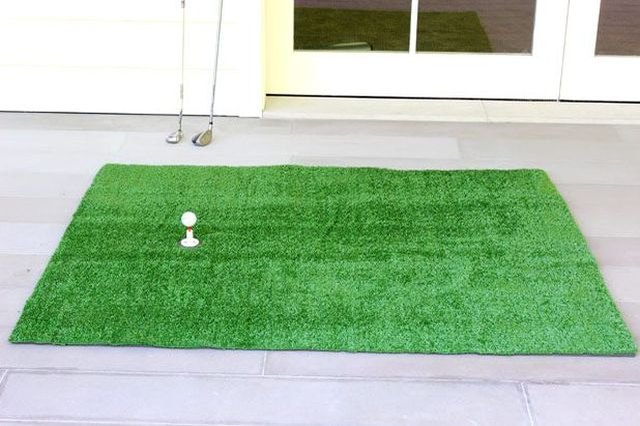 This DIY golf mat offers Dad a place to practice putting and driving.