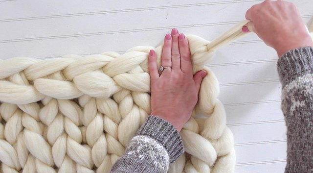 How To Hand Knit A Blanket Tutorial Ehow