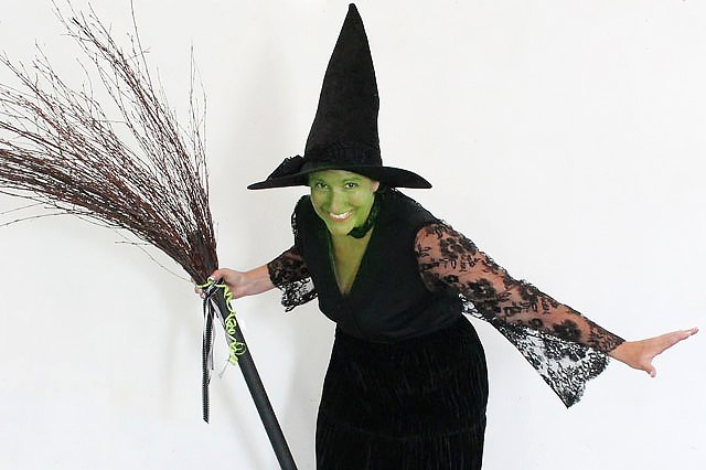 sc 1 st  eHow & How to Create an Easy No-Sew Witch Costume | eHow