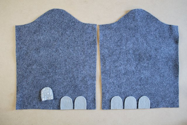 Place the toenails towards the front of the sleeve.