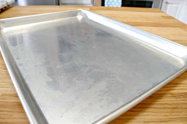 How To Clean A Dirty Sheet Pan Ehow
