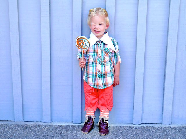 Accessorize the Costume  sc 1 st  eHow & How to Make Wizard of Oz Munchkin Costumes | eHow