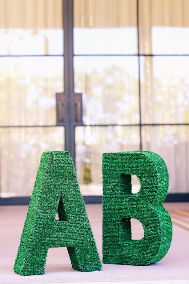 Diy Artificial Grass Monogram Ehow