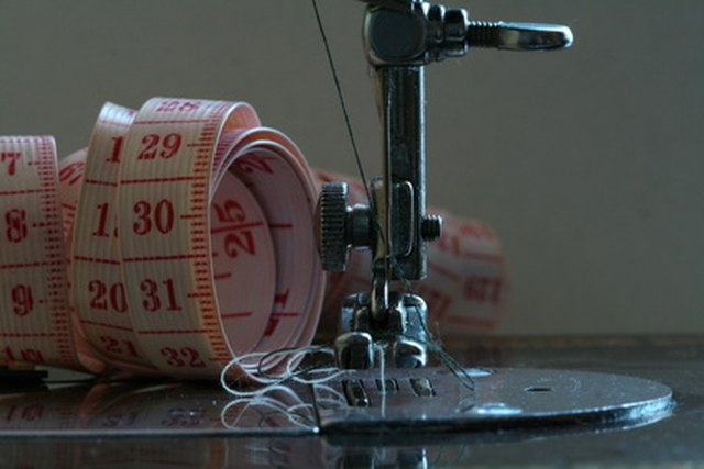 How To Troubleshoot A 40 Singer Sewing Machine EHow Inspiration Troubleshooting Singer Sewing Machine