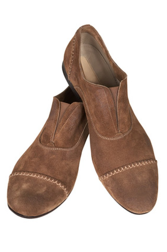 Shoes made of nubuck leather require the same care as suede shoes.