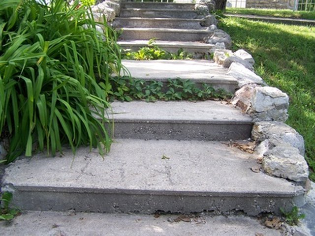How to Build Outdoor Steps on a Steep Incline | eHow