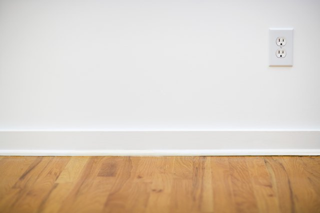 Light Or Medium Oak Floors Look Good With White Off Paint