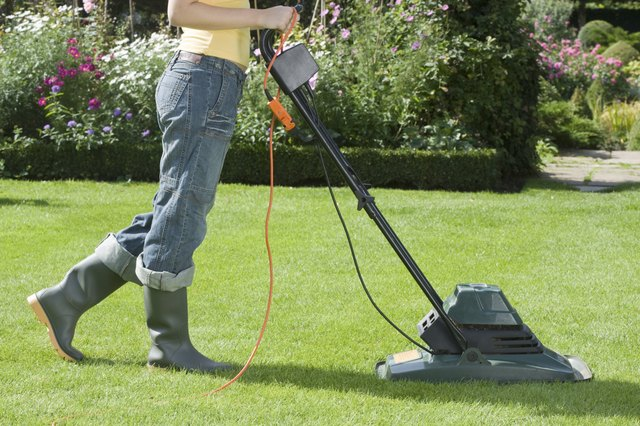 What Kind of Extension Cord Is for an Electric Lawn Mower? | eHow