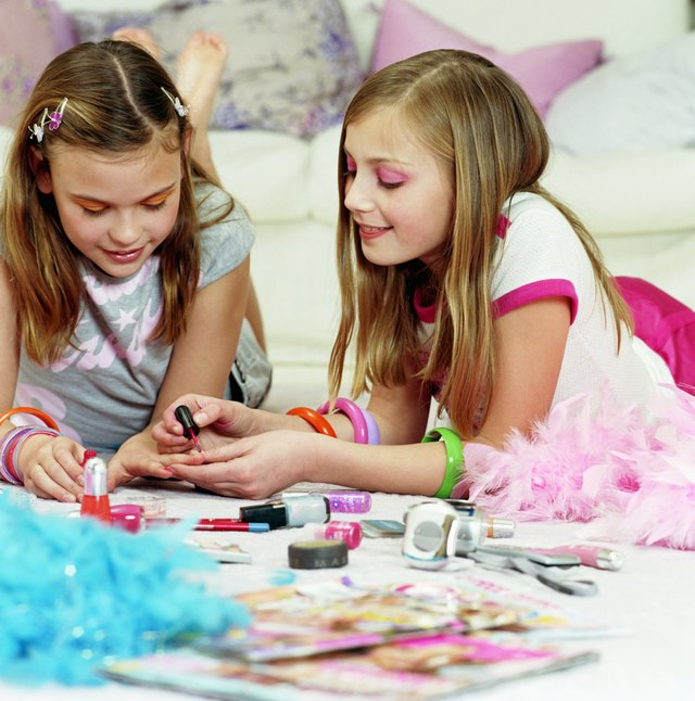 Sleepover Ideas For 12 Year Old Girls With Pictures Ehow