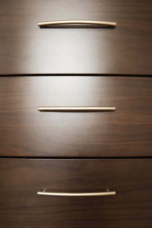 The Proper Height to Mount Drawer Handles on a Kitchen Cabinet | eHow