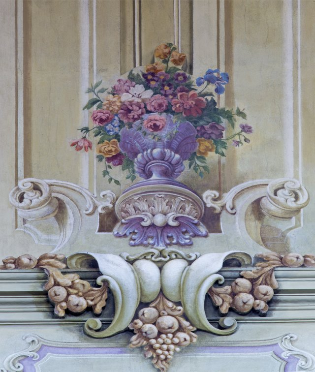 Style. Baroque-style flower arrangements ...