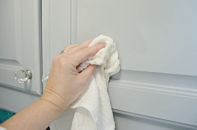Clean your kitchen cabinets with ease
