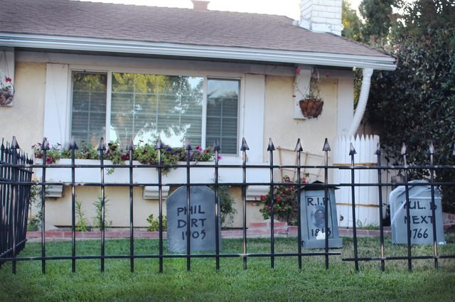 Protect your ghostly graveyard by building this spooky fence to go around it.