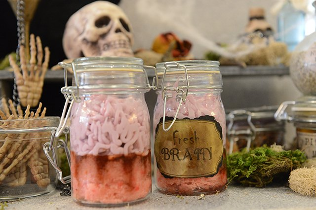 Cupcakes that look like brains in a Mason jar.