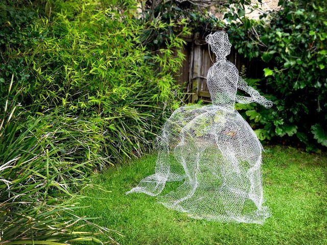 Use chicken wire to create life-size ghosts for your yard.
