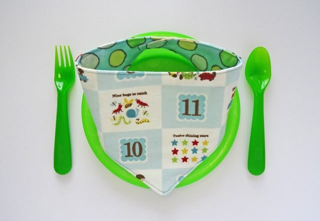 Bib on a plate with cutlery.