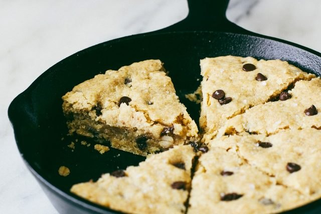 A skillet of sliced gluten-free oatmeal chocolate chip cookie.