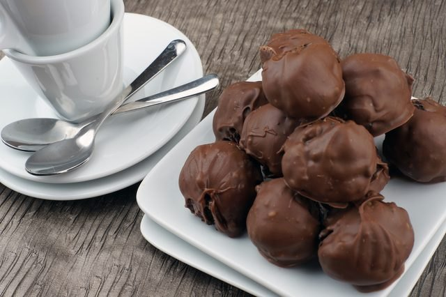 A plate of chocolate oreo ball cookies.