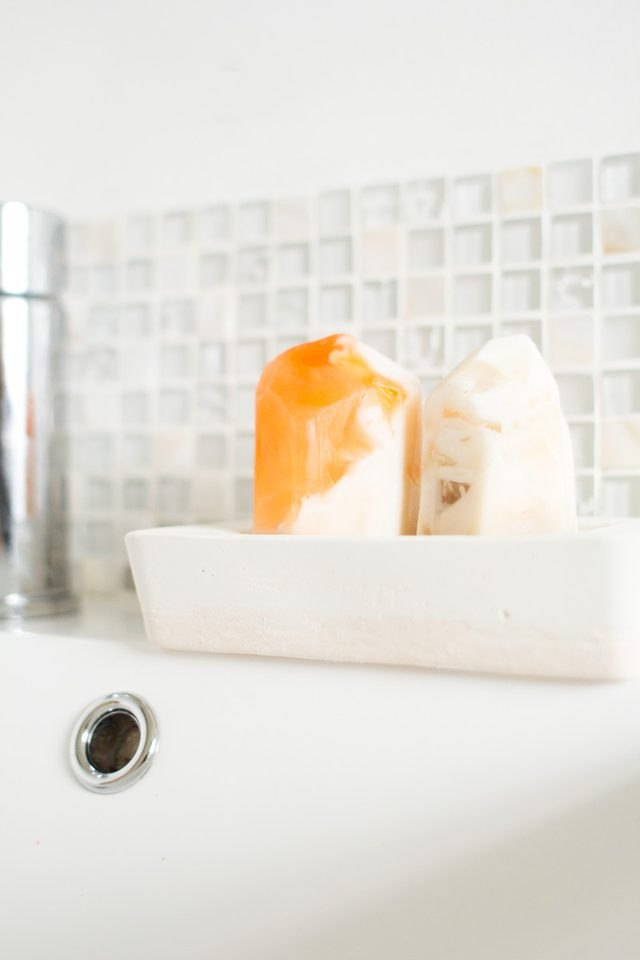 Two-toned soap dish