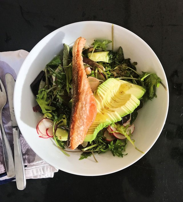 Arugula Salad With Salmon and Avocado