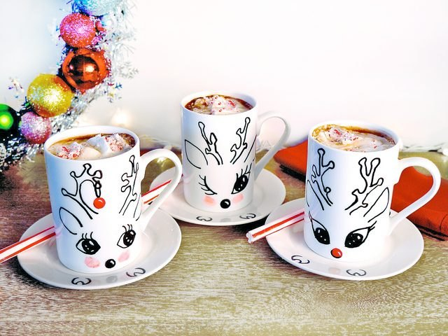 DIY holiday reindeer mugs