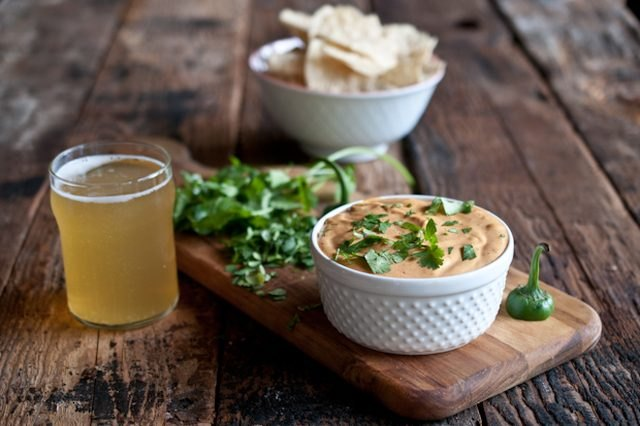 Slow cooker jalapeno beer cheese dip
