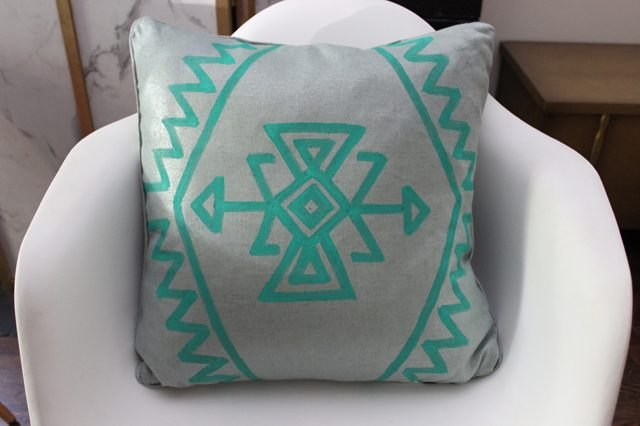 Kilim-painted pillow.