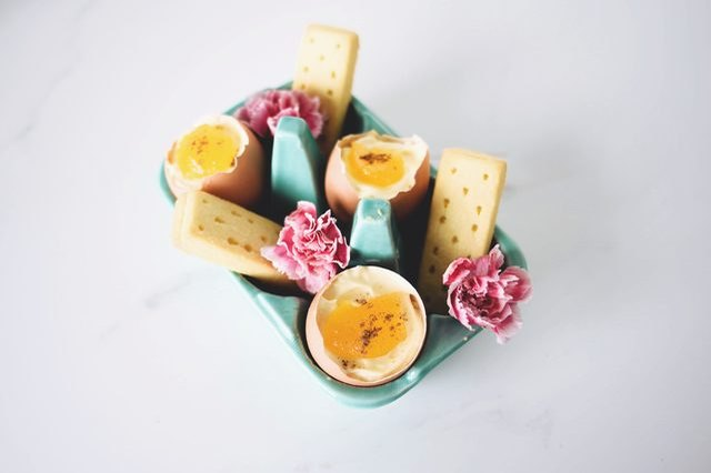 Mini cheesecakes in eggshells.
