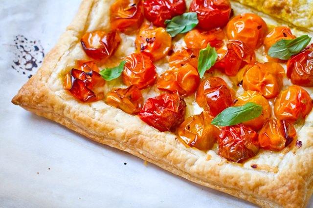 A freshly baked spicy tomato tart.