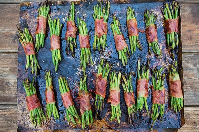 Crisped prosciutto green bean bundles