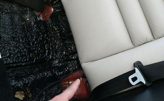 Removing upper back cushion