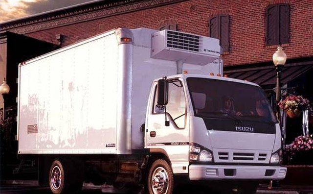Articulated reefer Isuzu truck