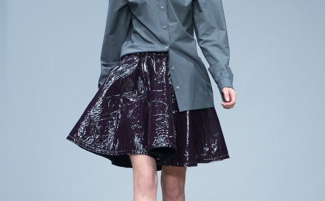 Pairing purple and dark gray can be a high-fashion look.