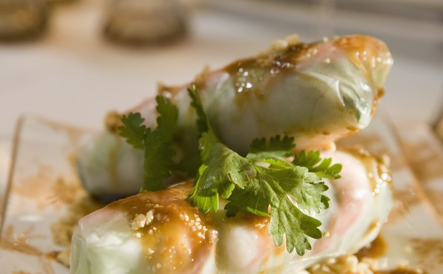 Fresh rolls are usually served cold with a dipping sauce.