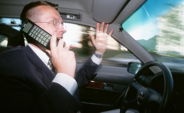 Until 1983, cell phones were used almost exclusively in cars.