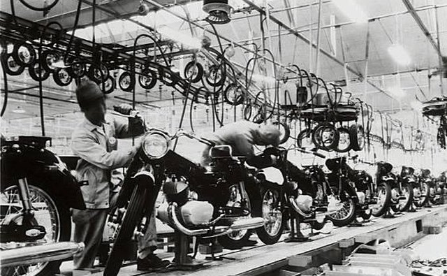 The Kawasaki motorcycle assembly plant in 1960.