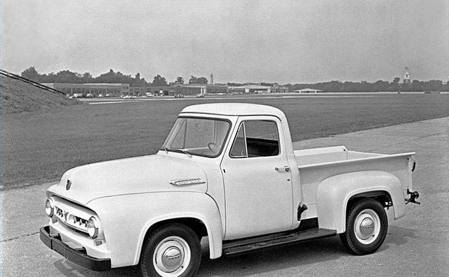 While stylish for its day, this 1953 Ford F-100 represents typical stepside styling.