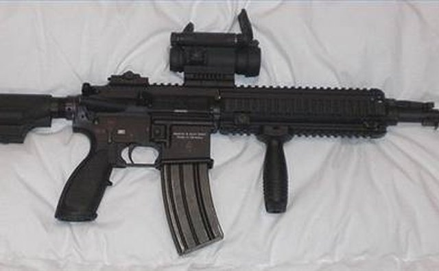 Red dot sight mounted on sporter rifle
