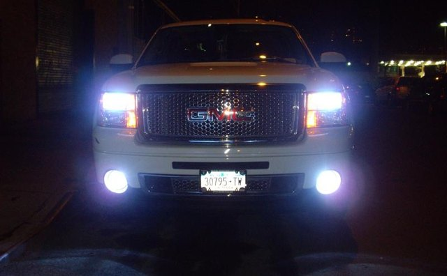 Xenon lights, courtesy ambiancecustoms.com
