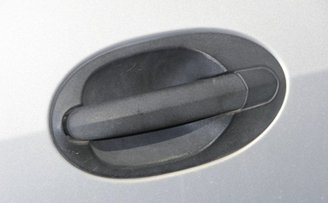 Door handle with bezel