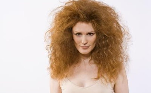 Find the way Aunt Cleo resembles a lion, apart from hair.