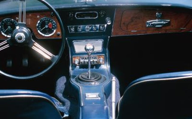 Gear shift and center console