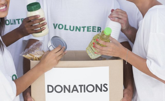 Volunteer with food donations.