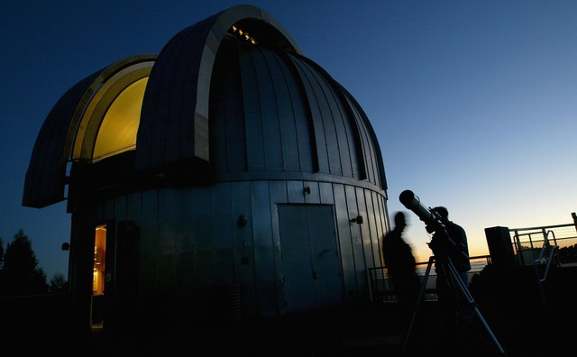 California Residents Wait To View Mars