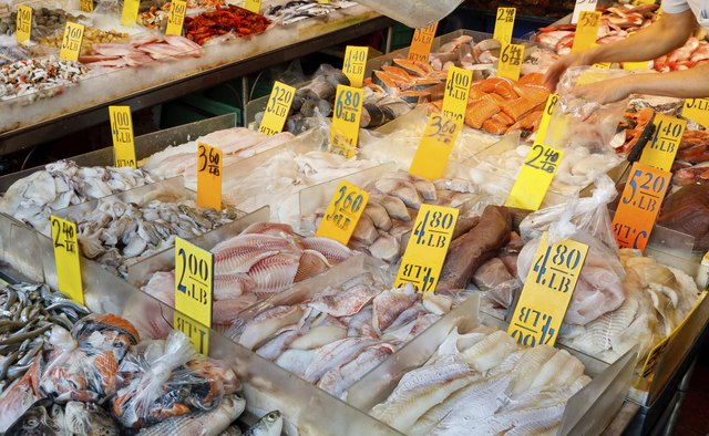 How to display fresh seafood bizfluent for Fish market prices