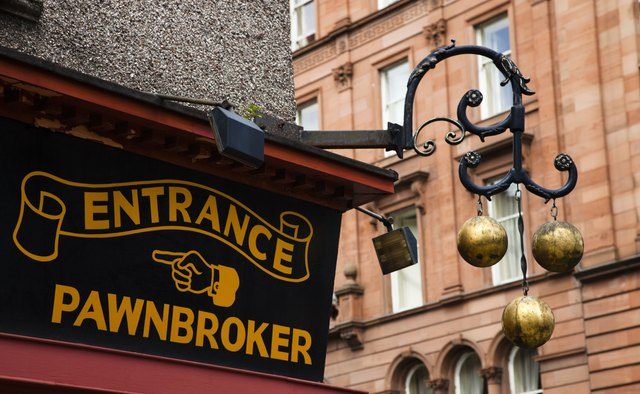 Pawnbroker sign and three metal bals