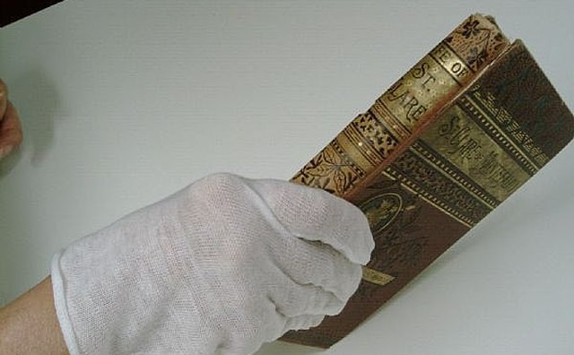 USE GLOVE TO KEEP FINGERPRINTS FROM MARKING PAGES